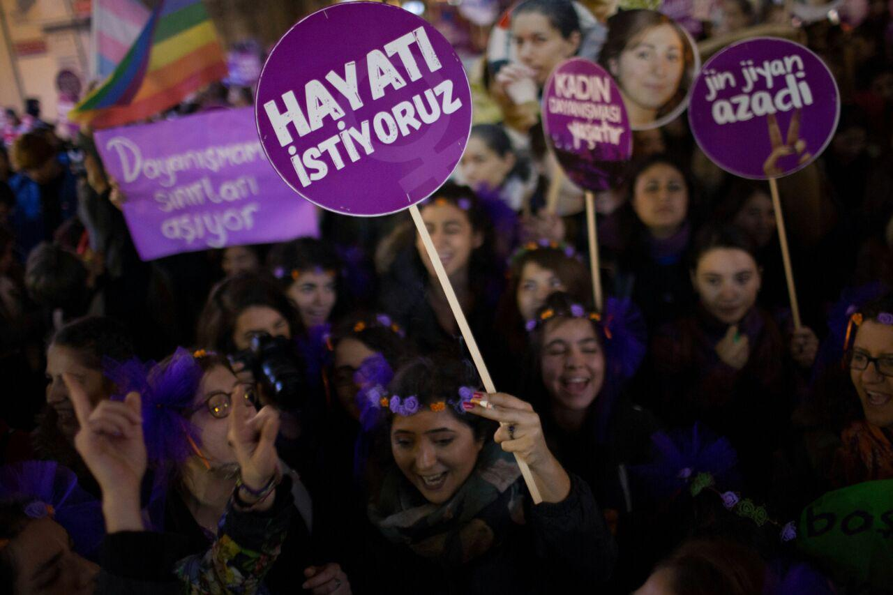 Kadın dayanışmasını büyütmeye, 25 Kasım'da sokağa – Mine Melek