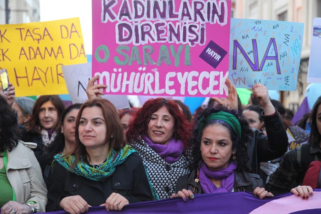 Hocaya, Kocaya, Sopaya, Tek Adam'a İtaat Yok Kadınlar Var!