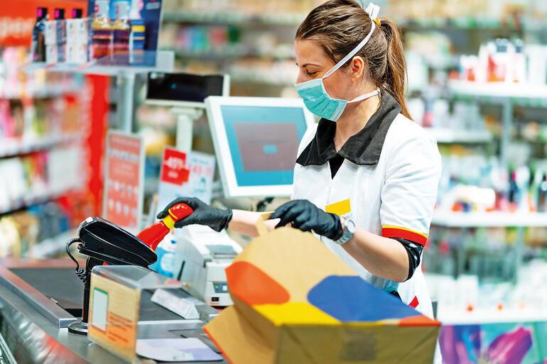 """Pandemide market işçisi kadınlar: """"2 kat daha fazla çalışıyoruz!"""""""