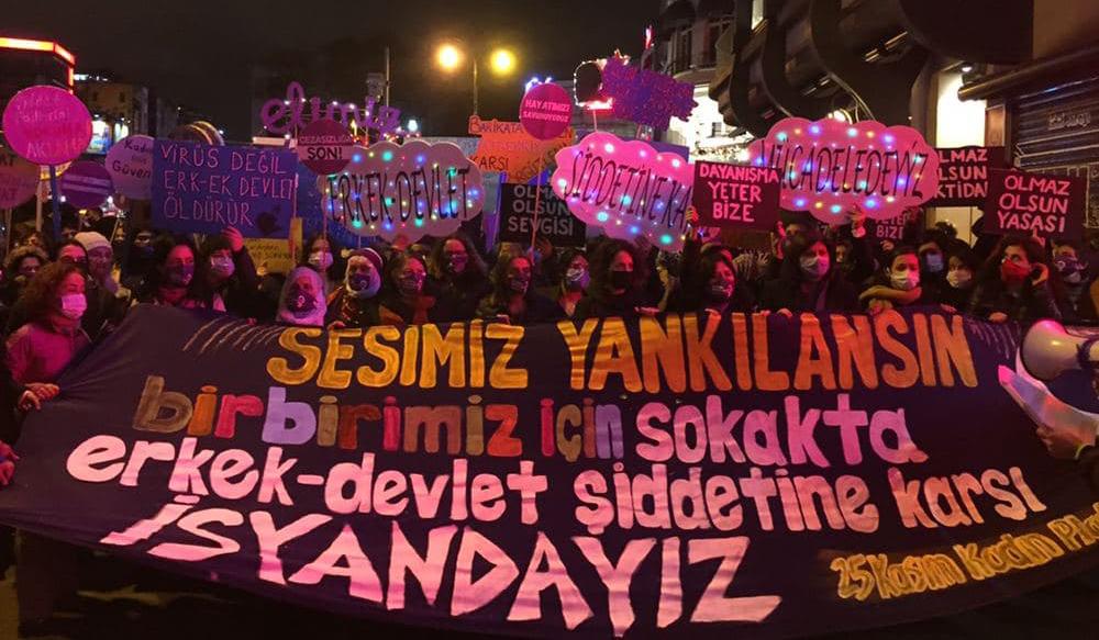 """25 Kasım'da kadınlar haykırdı: """"Eşitlikten, özgürlükten, hayatlarımızdan ve birbirimizden vazgeçmiyoruz!"""""""