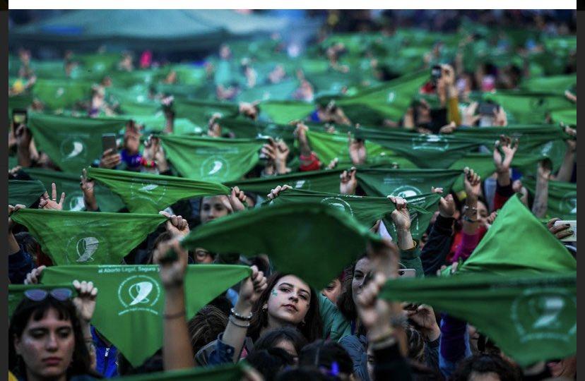 Arjantin'de feministlerin mücadelesi sonuç verdi, kürtaj yasallaştı